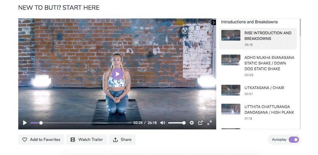 Bizzie Gold teaches online yoga classes to beginners on Buti Yoga.
